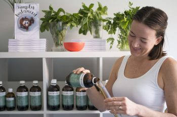 100NO 266: Herbalism – Fad Or Fantastic with Naked Naturopath Mel Gearing